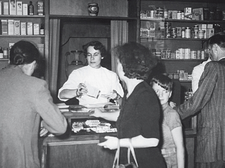 Else Fernau, who worked at the Hirsch Pharmacy during her studies, takes over management of the company in 1951.